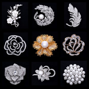Factory Fancy Rhinestone Crystal Jewelry Brooch for Women (TB008) pictures & photos