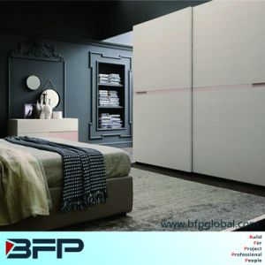 3 Door Metal Wardrobe Godrej Almirah Designs with Price pictures & photos