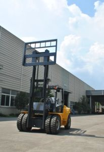 Un 7.0t Diesel Forklift with Original Cummins Engine and Duplex 3.3m Mast pictures & photos