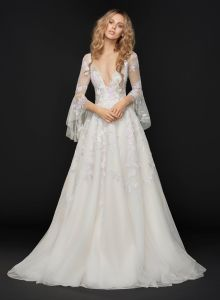 Long Sleeve Deep V Neck Wedding Dress Shiny Lace Ball Gown Bridal Dress pictures & photos