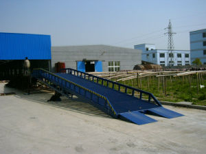 Ramps/ Ramp / Dock Loading / Hydraulic Mobile Yard Ramp pictures & photos
