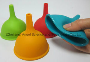 Holiday Big Size Silicone Kitchen Funnel Silicone Kitchenware Sk05 (L) pictures & photos
