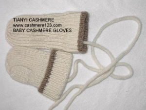 Cashmere Knitted Baby Gloves pictures & photos