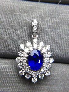 Cluster Setting Silver Pendant with Oval Blue CZ pictures & photos