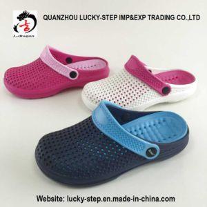 Popular Comfortable Women Men Clog EVA Slippers pictures & photos