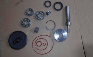 Truck Spare Parts-Water Pump Repair Kit for Fv517/6D24 (ME995285) pictures & photos