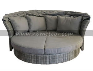 Mtc-206 Outdoor Furniture Sofa Daybed with Parasol/Umbrella/Canopy Rattan Lounge pictures & photos