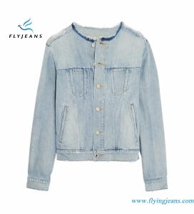 Women  Sky-Blue Icon Denim Jacket with 100% Cotton Distressed Enzyme Bleach Vintage Washes pictures & photos