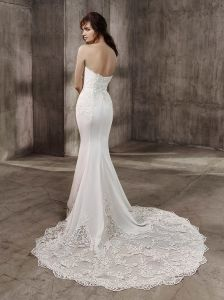 Sophisticated and Sexy Full-Length Mermaid Bridal Gown Showcases The Plunging Strapless Sweetheart Neckline Down to The Jaw-Droppingly Beautiful Hem and Train pictures & photos