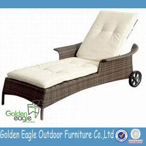 High End and Hot Sale Outdoor Wicker Sun Lounger pictures & photos