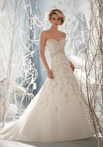 Embroidery on Crystal Beading Bridal Wedding Gowns (WMA3053) pictures & photos