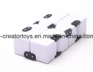 2017 Newest Amazing Infinity Cube Style Star Magic Cube MOQ in 1 Carton pictures & photos