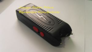 Strong LED Flashlight Stun Guns for Police (888) pictures & photos