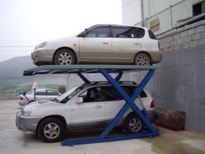 Small Flatform Scissor Parking Lift pictures & photos