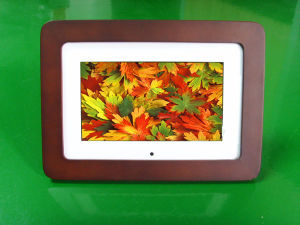 7 Inch Wooden Digital Photo Frame (AL0702W)