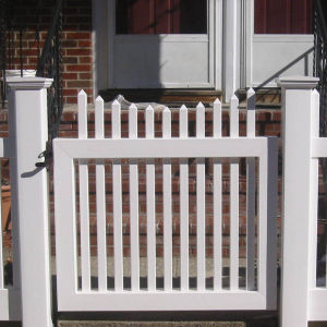 High Quality Picket Fence Gate pictures & photos