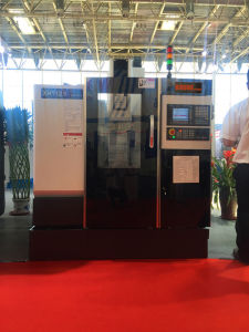 Economical Type Automatic CNC Vertical Milling Machine Vmc850 pictures & photos