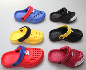 OEM New Products Children′s Clogs pictures & photos