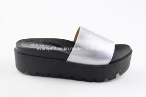 Platform Design Women Slippers for Beach pictures & photos