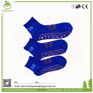 2017 Popular Hot Sale Non-Slip Trampoline Socks pictures & photos