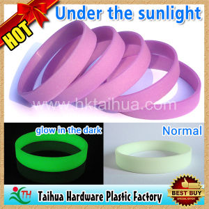 Glow in The Dark UV Silicone Bracelet / Wristband (TH-UV6896) pictures & photos