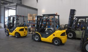 Un Capacity 3500kg 3.5t Gasoline and LPG Dual Fuel Forklift with Original Japanese Imported Nissan K25 Engine pictures & photos