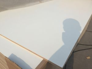 White Color Furniture Grade Melamine Faced Plywood with Poplar Core pictures & photos