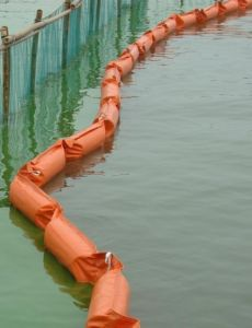 Solid Float Rubber Oil Containment Boom pictures & photos