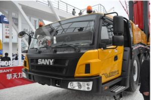 High Quality Truck with Crane