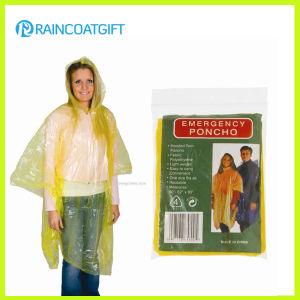 Yellow PE Rain Ponchos Disposable Rain Poncho Rpe-033 pictures & photos