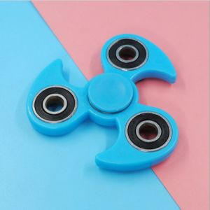 Gtx Tri Fidget Hand Finger Spinner Toy for Relieving Stress EDC Focus Toy, Metal Cube Bearing pictures & photos
