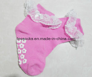 Baby Cotton Anti-Slip Lace Socks pictures & photos