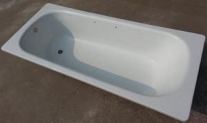 Steel Enameled Bathtub with Overflow Hole and Anti-Slip 160X70X39cm pictures & photos