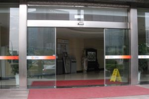 Frameless Glass Sliding Door Operators pictures & photos