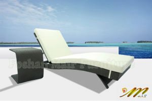 Wicker Outdoor Chaise Lounge, Rattan Sun Lounger with Side Table
