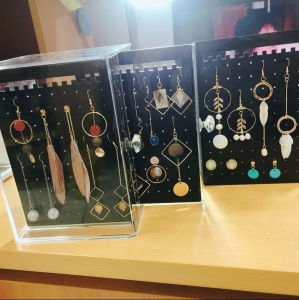 Popular Holder for Earring Acrylic Jewelry Store Display Cases pictures & photos