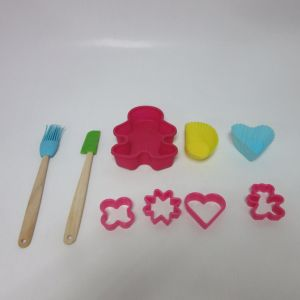 9 PCS Silicone Mini Backing Tools Set Gingerbread Man Cake Mould Spatula Brush pictures & photos