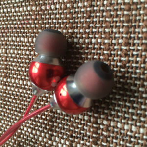 Metal Heavy Bass Stereo Earphone with Mic for iPhone Samsung pictures & photos