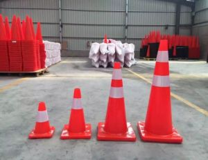30cm Black Base Red Color Traffic Cone pictures & photos