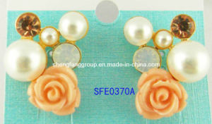 Fashion Jewelry Flower Resin with Pearl and Diamond Earring (SFE0370A)