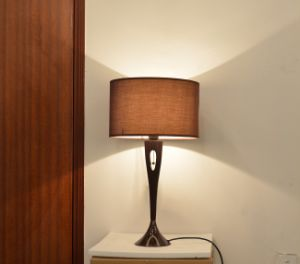 Phine Pd0037-01 Metal Desk Lamp with Fabric Shade pictures & photos