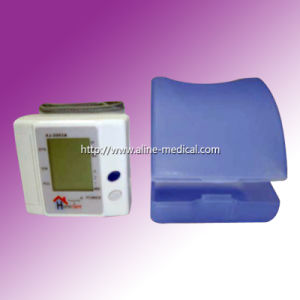 CE0123 Wrist Type Digital Automatic Blood Pressure Monitor (MA128) pictures & photos