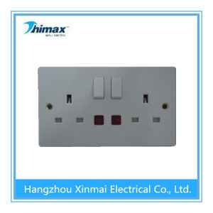BS 1363 13AMP 2gang Switched Socket with Single Pole and Neon pictures & photos