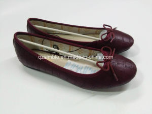 Burgundy Snake PU Dress Flat Ballet Shoes for Women pictures & photos