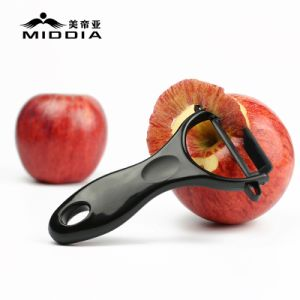 Black Blade Ceramic Fruit Tools/Kitchen Peelers pictures & photos