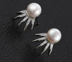 Fashion Jewelry Six Claws Shaped Pearl Earring in Rhodium Plated pictures & photos