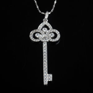 CZ Channel Setting Fashion Key Shape Jewelry Necklace Pendant pictures & photos