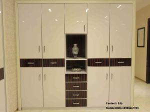 Wooden Melamine Sliding Door Wardrobe (Fy5698) pictures & photos