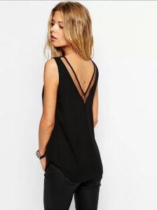 Aliexpress Hot Sale 2016 Newest Design Pure Color V -Neck Lace Woman Shirt pictures & photos