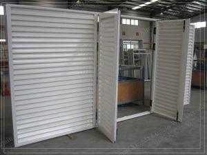 Custom White Powder Coat Swinging Aluminium Louvre Doors pictures & photos